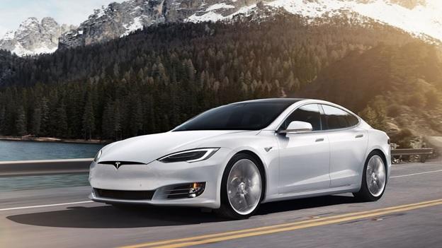 На котировки акций Tesla влияет несколько факторов