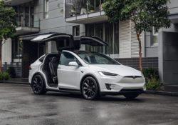 Высокотехнологическая фирма Tesla работает над созданием инновационных электрокаров.